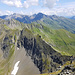 Tiefblick vom Fanastock zum Grat des Plattenfirsts, links hinten Pizol und Graue Hörner
