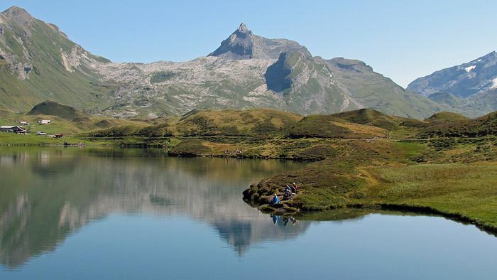 Ein Bild, das Berg, Natur, Wasser, See enthält.  Automatisch generierte Beschreibung