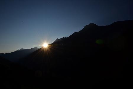 Die Sonne kommt über den Mittagstock.