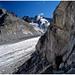 Am Fuße der Felswand, unter der sich die Moräne erstreckt. Links gehts runter.