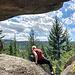 Am Eulenstein - bzw. einem Rastplatz unter dem überhängenden Gipfelfelsen. Die Felsspinne (Aranea Ameliensa rupes) überklettert mit ihren langen Beinen auch die breitesten Spalten.