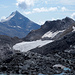Blick vom Egginerjoch zum Klein Allalin, der Britanniahütte und auf den Chessjengletscher. Dahinter das attraktive Stellihorn.