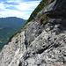 Die lange, ein bischen luftige Querung im oberen Wandteil (ca. 980m) hinüber zur langen Steigbügelwand.