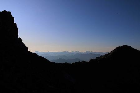 Eine herrliches Berglichtspiel zeigte sich als ich über das kleine Sättelchen vom Südgrat auf zirka 2905m nach Südosten sehen konnte.