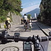 """<b>Questa bambina ha sicuramente meno di 6 anni. Che cosa prevede l'Ordinanza sulle norme della circolazione stradale (ONC)?<br />""""Secondo il diritto in vigore (dal 1° gennaio 2013) i bambini che non hanno ancora compiuto sei anni possono andare in bicicletta sulle strade principali soltanto sotto la sorveglianza di una persona di almeno 16 anni (art. 19 cpv. 1 LCStr) e se riescono a pedalare (art. 42 cpv. 1 ONC). Per le altre categorie di strade la legge non prevede più limiti minimi d'età.""""</b>"""
