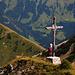 Das Gipfelkreuz steht etwas tiefer