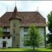 Schloss Schwarzenburg aus dem 16. Jahrhundert mit dem polygonalen Treppenturm