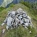 Der Gipfel des Lichtbrenntjochs ist durch einen Steinmann markiert.