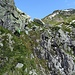 [u Lena] auf dem kurzen, ziemlich spektakulären Abschnitt, welcher die Steilstufe am Gipfelfuss überwindet.