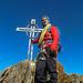 Endlich oben am Dirruhorn. Schönes Gipfelkreuz! Und ein etwas weniger schöner, weil leicht müder Kletterer