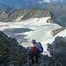 Jetzt halt nur noch runter über diesen riesigen Gletscher.