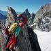 Karin beim Überklettern des Gipfels