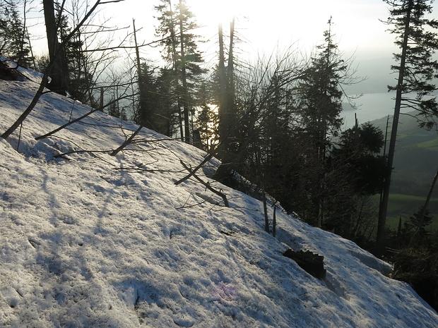 ab 1300m eine geschlossene Schneedecke, N Expo...aber guter Trittschnee