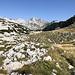 Unterwegs zwischen Bijele Vode und Zelena glava - Über das weitläufige Gelände blicken wir nun immer wieder zu unseren Gipfelzielen.