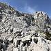 Im Aufstieg zur Zelena glava - Blick zum Gipfel. Durch den groben Schutt im Vordergrund geht's dabei übrigens nicht - immer wieder lohnt sich die Suche nach den Markierung, um möglichst einfach und sichern aufzusteigen.