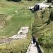 Igman/Malo polje - Unterwegs an den Olympischen Skisprungschanzen. Steil geht's über die Treppen neben dem Aufsprunghang der Normalschanze nach oben.