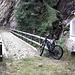 <b>Imboccata la sterrata forestale tiro dritto fino al Ponte Filippi (1300 m) sul fiume Calcaccia o Calcascia.</b>