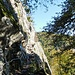 und schmale gesicherte Steige durch steile Felswände
