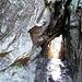 Enger Felsdurchschlupf am Sentier des Roches