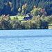 Schwarzwaldhaus am gegenüberliegenden Ufer