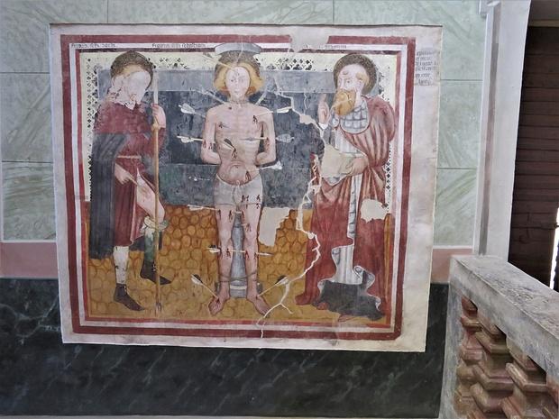 Martirio di San Sebastiano, fa parte del ciclo più antico di affreschi, databili al 1463 ed opera di Cristoforo e Nicolao da Seregno.