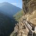 Alter Waalweg. Heute Klettersteig für Freizeit - früher Knochenarbeit zum Errichten der  Wasserleitungen zum Bewässern.