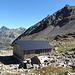 Auf dem Scalettapass steht eine Schutzhütte die uns bei einem frühere Tour schon von Nutzen war.