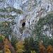 Unter dem Wageten klafft eine riesige Höhle aus der Felswand, gibt es dazu Informationen? Ich wurde leider nicht fündig.