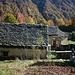 Belle baite e case sulla strada asfaltata che dall'Alpe Soi di fuori riporterà a Fontane di Bannio Anzino per chiudere il giro ad anello.