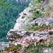 Alpweg nach Sciresa im Val d'Ambra: Steintritte - darunter gähnender Abgrund