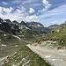 Unterwegs zwischen Wiesbadener Hütte und Sivretta-Stausee - Auf breiten Weg geht's nun talwärts.