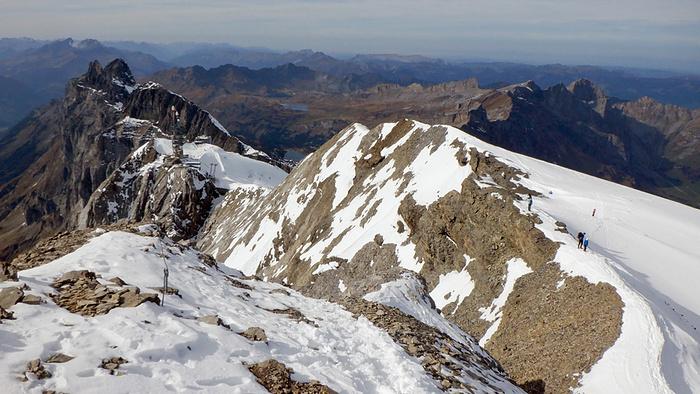 Ein Bild, das Schnee, draußen, Berg, Natur enthält.  Automatisch generierte Beschreibung