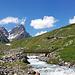 Natürlicher Bergbach Clozza mit viel Schneeschmelzwasser