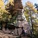 Langenfels heißt dieser schöne Brocken. Und so fotografierte der Fotograf und Kameraherr Schubi unsere Schönen auch vor ebendiesem Felsen.
