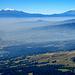 Iztacchihuatl (the sleeping beauty) und Popcatepetl, gesehen vom Cerro de Ajusco, in der Nähe von Mexico City.  Iztacchihuatl, 5230 Meter, Prominenz 1560 Meter.  Popocatepetl, 5426 Meter, Prominenz 3020 Meter. Der Popocatepetl ist für Bergsteiger gesperrt. Die Schartenhöhe des Ixta wird durch den Sattel zwischen Ixta und Popo bestimmt. Vom Sattel sind es also nochmal 1560 Meter bis auf den Ixta. Das läßt die Gesamtgröße der Situation erahnen. Ixta ist ungefähr 65 Kilometer vom Betrachter entfernt