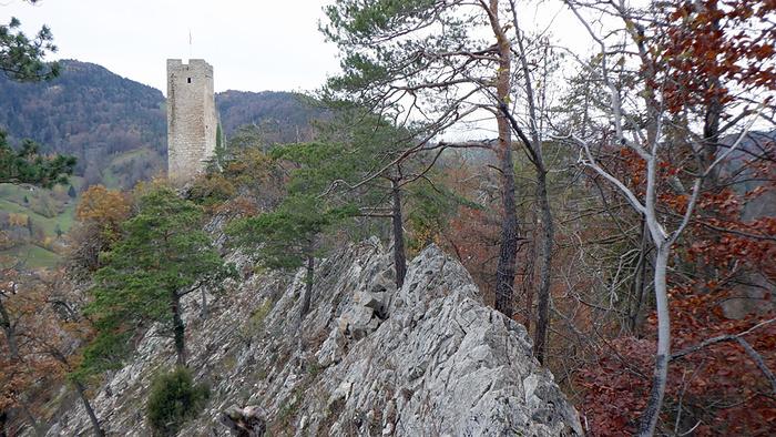Ein Bild, das draußen, Rock, Berg, klein enthält.  Automatisch generierte Beschreibung