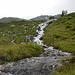 Einer von mehreren Bachläufen, die am Plateau zu queren sind.