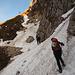 Traversi su neve dura e ghiacciata lungo il sentiero della Direttissima
