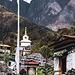 Stupas und Gebetsmühlen hat es hier noch sehr viele am Wegrand. Bis Namche lässt dies jedoch nach.