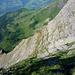 Plattenfluchten des Gamsberges - gut querbar auf dem Grasband
