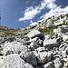 Im Aufstieg zum Sveti Jure - Blick über zahlreiche Blöcke in Richtung Gipfel.