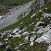 Dank frischen Markierungen ist der alpine Bergweg auf den Haupt nun nicht mehr zu verfehlen. Dennoch sollten die Tour nur schwindelfreie, geübte Berggänger versuchen.  <br /> <br />Foto beim Abstieg vom Haupt unterhalb Sattel P.2168m.