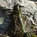 Ein Wasserfall, der direkt aus dem Berg kommt