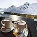Entspannter Nachmittag bei wunderschönem Wetter auf der Terasse der Maighelshütte