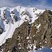 Ich auf der kleinen Graterhebung. Hinten ein äußerst beliebter und nicht schwieriger Skitourengipfel