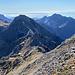 salendo al Tambura sguardo sul monte Focoletta e sullo sfondo l'Alto di Sella