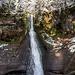 Ihre Höhe beträgt 25 Meter durch ein glattwandiges Buntsandstein-Kar.