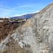 Le sentier des berges a été creusé dans le rocher.