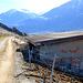 Probablement l'ancien dépôt de la carrière. Une voie de chemin de fer venait jusque là pour amener les pierres à la gare CFF de Leuk.