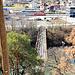 L'ancien pont de la voie de la chemin de fer allant à la carrière. Ne pas s'y aventurer : il tombe en ruine.
